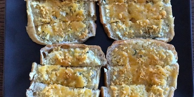 chedz garlic cheese bread 1